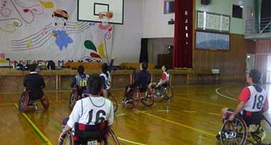 熊本県立南稜高等学校 文化祭「自然体験型及び障がい者スポーツ講習」(車いすバスケットボール体験)の画像